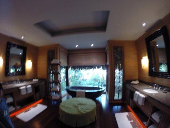 Four Seasons Resort Bora Bora: 3 bedroom villa master bath