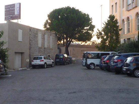 Hôtel Arles Plaza : parcheggio