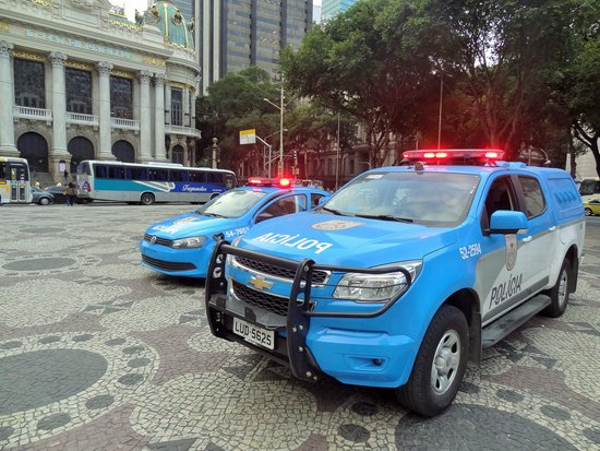 Theatro Municipal do Rio de Janeiro: Cops are everywhere so don't worry about taking snaps and security outside