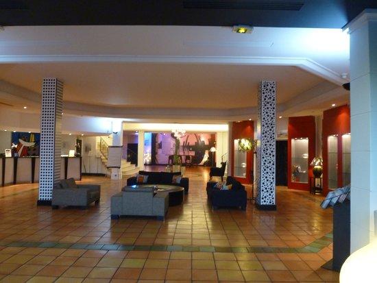Hôtel Arles Plaza : parte della hall