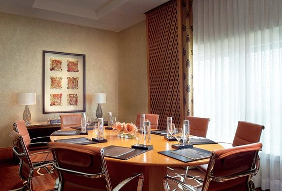 The Ritz-Carlton, Bangalore: Business Center meeting room