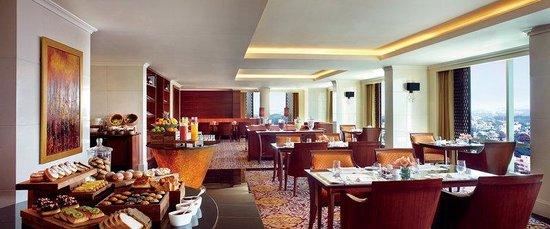 The Ritz-Carlton, Bangalore: The Club Lounge