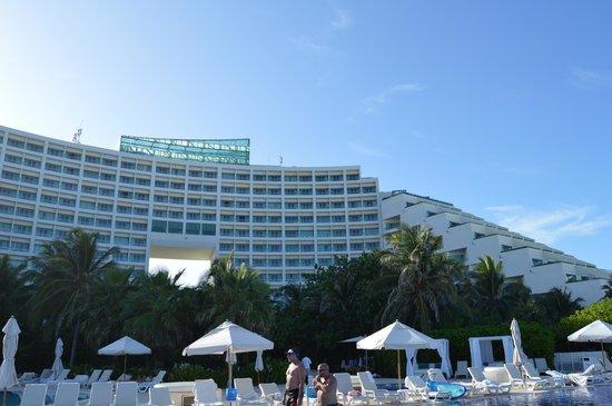 Live Aqua Beach Resort Cancun: Shot from outside area