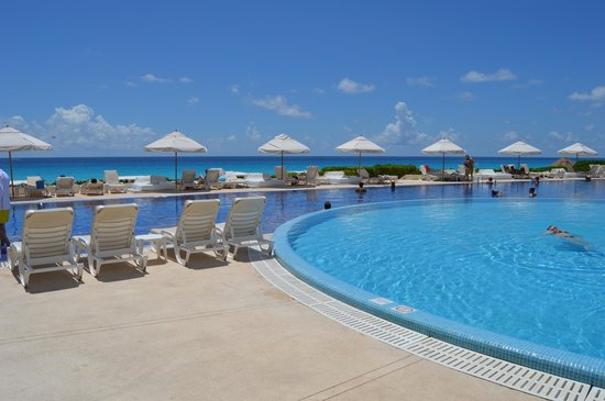 Live Aqua Beach Resort Cancun: Pool Area