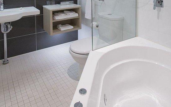 BEST WESTERN PLUS Apollo International: Guest Bathroom