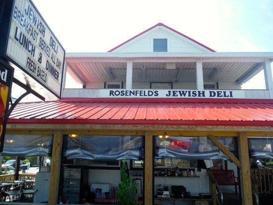 Rosenfeld's Jewish Delicatessen: Outdoor seating