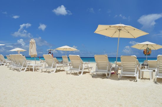 Live Aqua Cancun All Inclusive : Beach Area