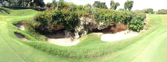 Iberostate Bavaro Golf & Club : Awesome cave on the course
