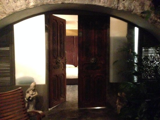 La Casa del Atrio: The outside carved door of room 7