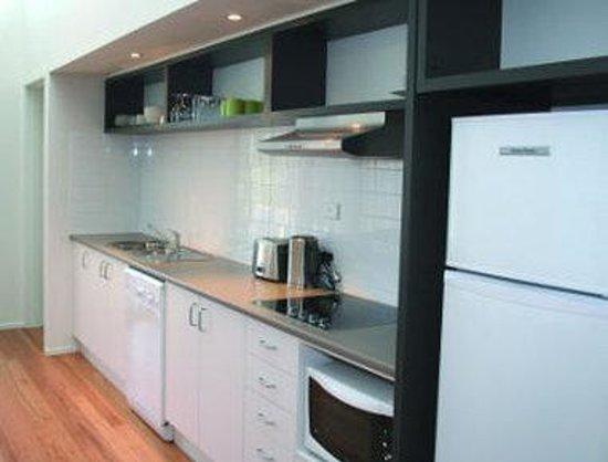 Ramada Resort Diamond Beach : Beach House Kitchen