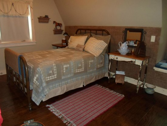 The Oliver Acreage: bedroom