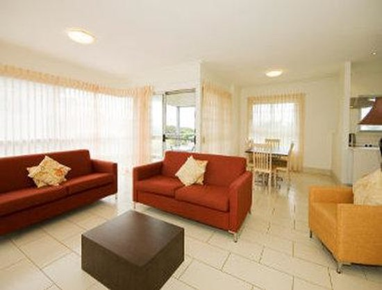 Ramada Resort Diamond Beach : 2 Bedroom Apartment - Living
