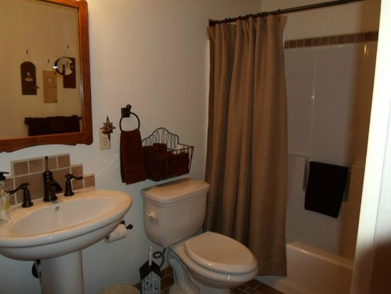 The Oliver Acreage: bathroom