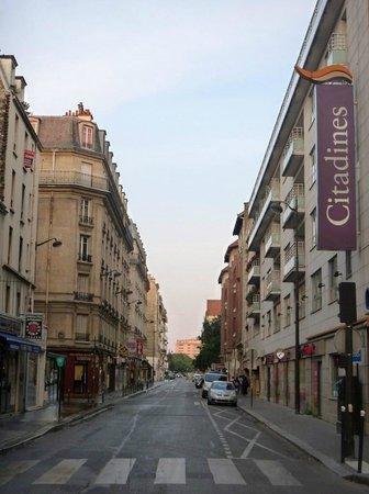 Citadines Didot Montparnasse: ホテル前のDidot通り