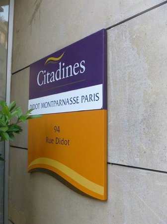 Citadines Didot Montparnasse: ホテルの看板