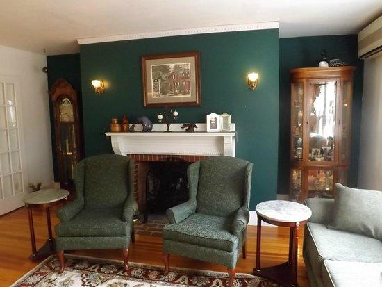 The Cabernet Inn : main Commun Room of the Inn