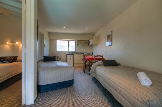 Four Seasons Motel: One bed-room unit