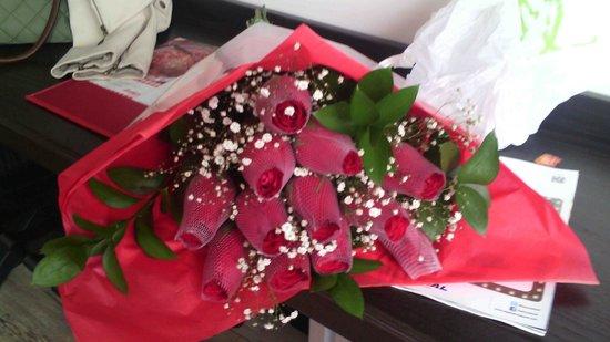 Hotel B3 Virrey: NOCHE DE BODAS Precioso ramo de rosas B3-virrey