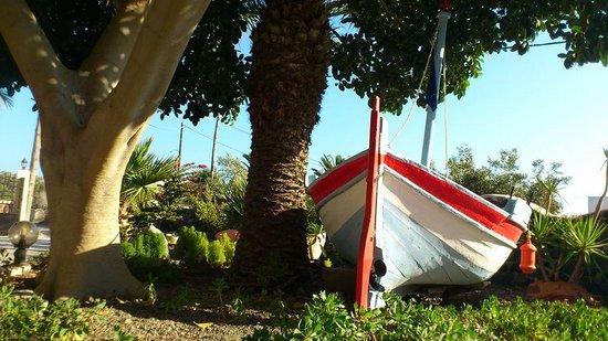 Smaragdi Hotel : pretty boat