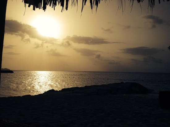 Secrets St. James Montego Bay: Sunset on secrets beach
