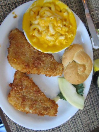 Old Channel Inn : Fish with Mac 7 Chesse