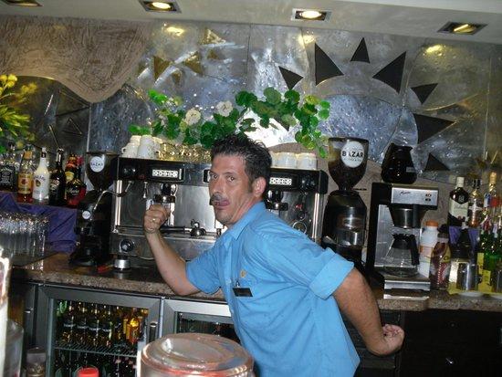 Sandos Monaco Beach Hotel & Spa: Dancing Bar man
