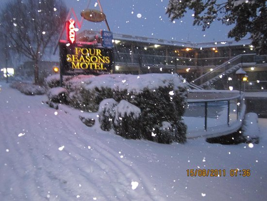 Four Seasons Motel: Winter at Four Seasons