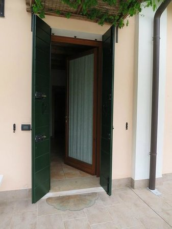 Agriturismo Ca' Danieli: The shutters on the doors keep out the light if you want to sleep late in the morning