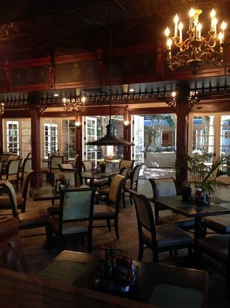 The Horton Grand Hotel: Dining room and courtyard