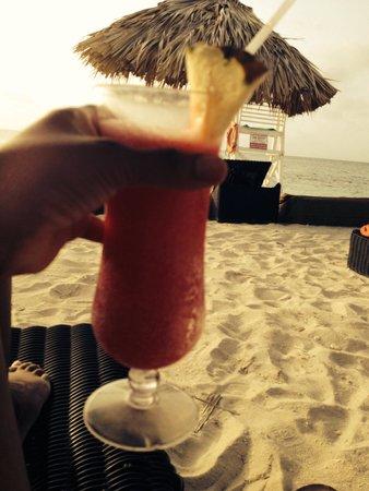 Secrets St. James Montego Bay: Drinks on the beach