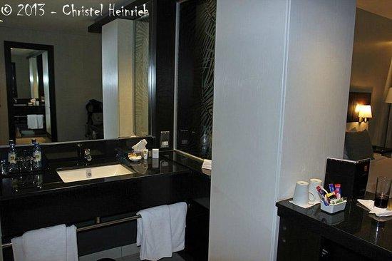 Eka Hotel Nairobi: Zimmer - Badbereich