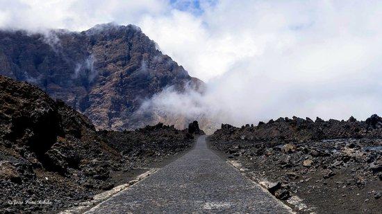 Pico Do Fogo: Estrada em Cha das Caldeiras