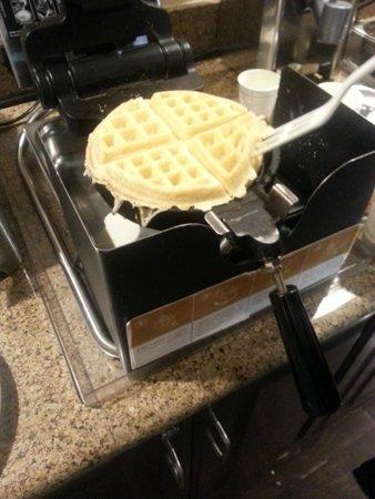 Hampton Inn Los Angeles/Santa Clarita: Freshly made Waffle