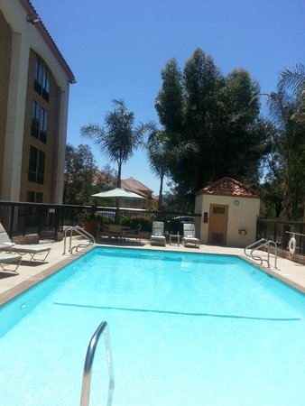 Hampton Inn Los Angeles/Santa Clarita : Pool, there is also a Jacuzzi