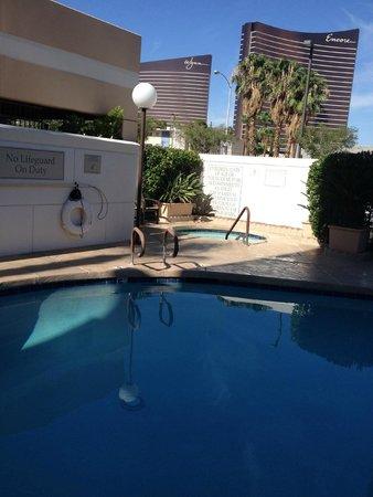 Las Vegas Marriott: Looking toward the jacuzzi