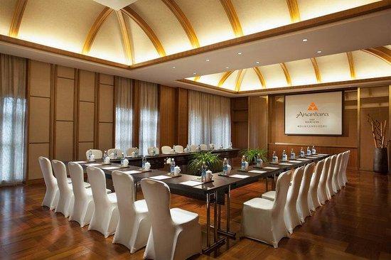 Emei Resort: Baochun Lianxiang Meeting Room