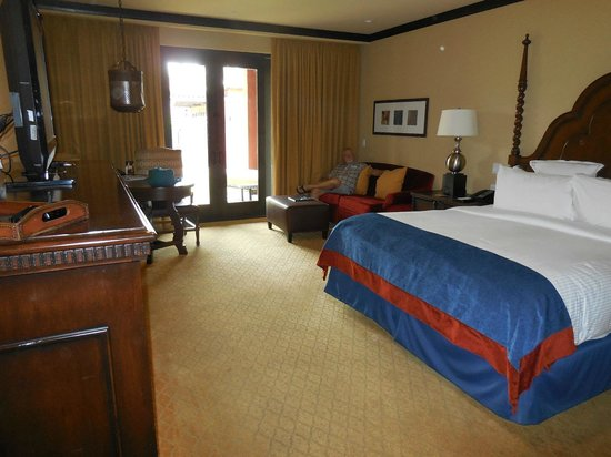 Omni Scottsdale Resort & Spa at Montelucia: A spacious and well appointed room