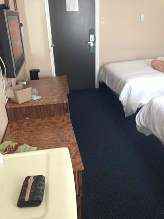V Hotel and Suites : STANDARD Room