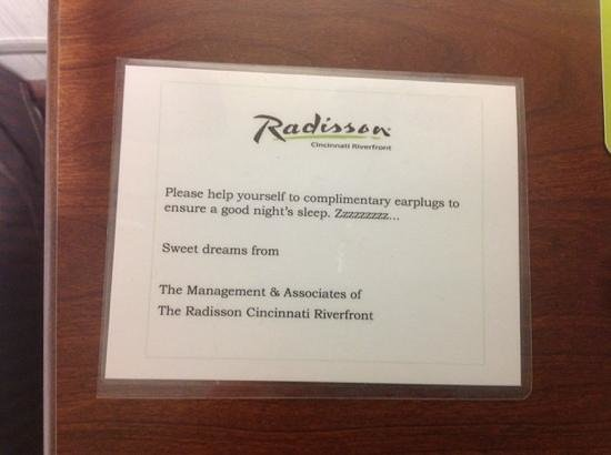 Radisson Hotel Cincinnati Riverfront : Free earplugs due to loudtraffic noise