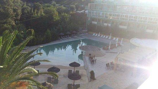 Ariti Grand Hotel: территория