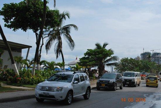 Hotel Capilla del Mar: cruzando la calle esta la playa