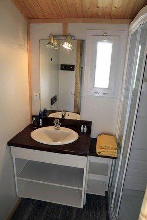 Les Hameaux des Marines : Bathroom
