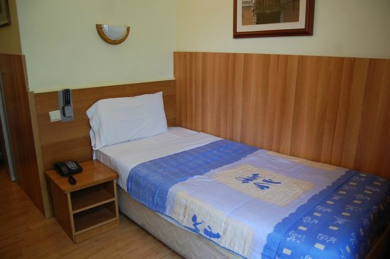 Aristote Hotel: ベッド
