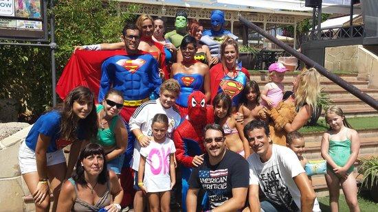 Gran Oasis Resort: Fiesta super heroes.
