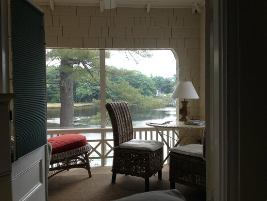 Bufflehead Cove Inn : Private balcony