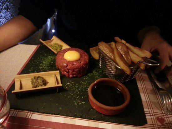 Le Gavroche: Le tartare maison accompagné de potatoes maison