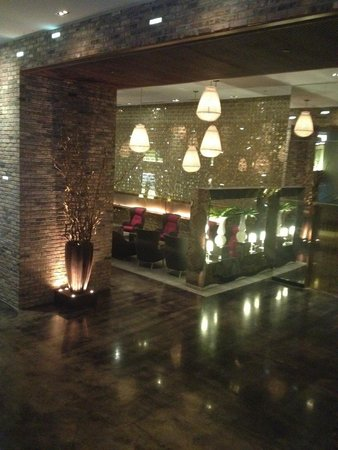 Radisson Blu Aqua Hotel: Sitting area in the lobby