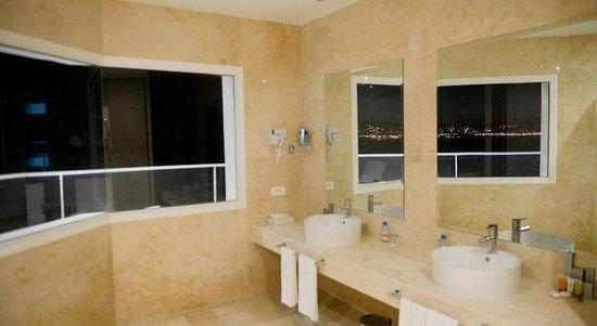 Hotel Farah Tanger: Bathroom