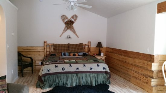 Denali Fireside Cabins & Suites: The bed