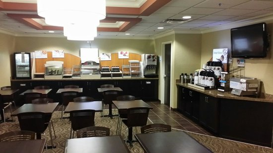 Holiday Inn Express and Suites Fort Lauderdale Executive Airport: Salle du petit déjeuner